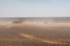 Покинутый амбар в пустыне Стоковые Фотографии RF