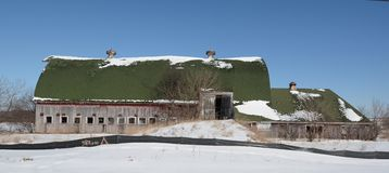 Покинутый амбар в снеге Стоковые Фотографии RF
