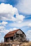 покинутый амбар старый Стоковая Фотография