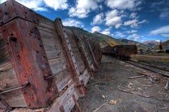 Покинутый вагон в Silverton Колорадо durning красочное падение стоковые фото