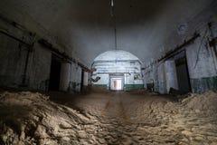 Покинутый и ржавый старый советский склад бункера ядерных боеголовок стоковая фотография