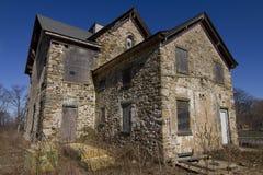 Покинутый каменный дом Стоковые Фотографии RF