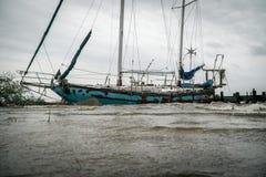 Покинутый корабль парусника разрушил на озере Техас Стоковое Изображение