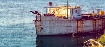 Покинутый корабль рыбной ловли в гавани Стоковое фото RF