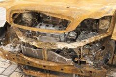 покинутый, котор сгорели фронт автомобиля вне Стоковое Изображение