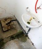 Покинутый купать в станции используемой наркоманами Стоковые Фото