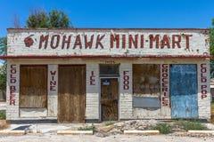 Покинутый магазин рынока Mohawk мини на трассе 66 Стоковые Изображения RF