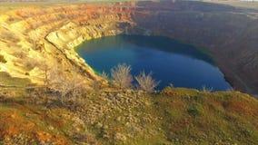 Покинутый минируя кратер сток-видео