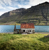 Покинутый дом в Seydisfjordur, восточной Исландии Стоковые Фото