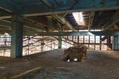 покинутый промышленный интерьер стоковое фото rf