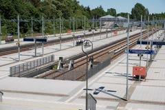 Покинутый, пустой вокзал конечной станции без поездов и отсутствие p Стоковая Фотография