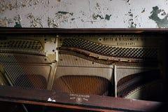 Покинутый рояль - покинутый висок ложи Ashlar Masonic - Кливленд, Огайо стоковая фотография