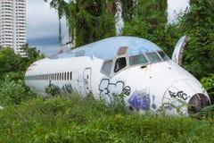 Покинутый самолет, старый, который разбили самолет с, плоский турист развалины на Стоковое Изображение