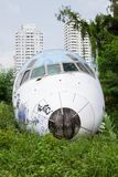Покинутый самолет, старый, который разбили самолет с, плоский турист развалины на Стоковые Изображения RF