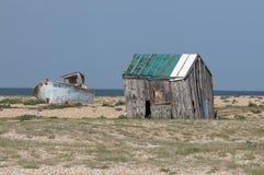Покинутый сарай и шлюпка Стоковая Фотография
