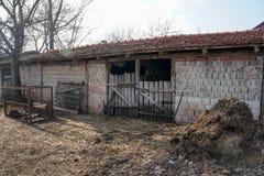Покинутый свинарник - нужное улучшение дома Стоковое фото RF