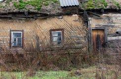 Покинутый старый землистый дом Стоковое фото RF