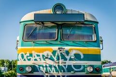 Покинутый старым поезд построенный Советом стоковые фото