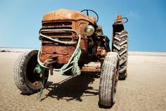 покинутый трактор Стоковые Изображения