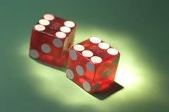 поколоченное казино умирает стоковое изображение rf