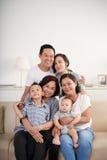3 поколения азиатской семьи стоковое изображение