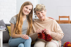 2 поколения женщин совместно Стоковое Фото