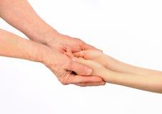 Старуха обнимая руки внучат Стоковое Фото