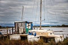 Поколоченный старый тримаран Стоковое фото RF
