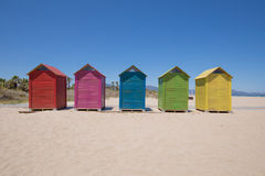 5 покрасили купать хаты на пляже в Grao Castellon Стоковые Фотографии RF