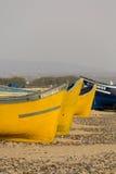2 покрасили рыбацкие лодки на пляже Sidi Kaouki Стоковая Фотография