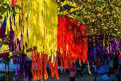 Покрасьте бумажную смертную казнь через повешение на дереве для украшения Стоковое Фото