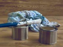 Покрасьте ведра, щетку и ветошь, инструменты для красить Стоковое Фото