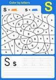 Покрасьте в письме рабочее лист алфавита - цвет и сочинительство Стоковое Фото