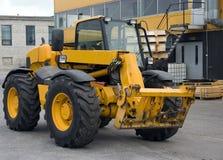 покрасьте желтый цвет трактора Стоковые Фото