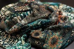 Покрасьте зеленое textil, silk ткань с pleats стоковые фотографии rf