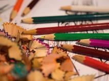 покрасьте карандаш изолированные shavings карандаша искусство Стоковая Фотография