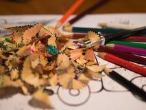 покрасьте карандаш изолированные shavings карандаша искусство Стоковое Фото