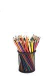 Покрасьте карандаши в предпосылке металла изолированной корзиной белой Стоковые Фотографии RF