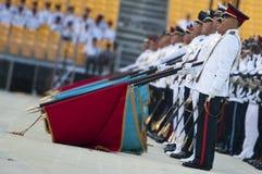 покрасьте салют singapore флагов дня национальный Стоковые Фотографии RF