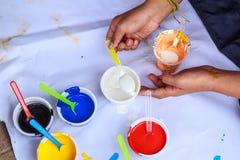 Покрасьте смеситель для того чтобы покрасить Стоковые Фотографии RF