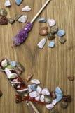 покрасьте sones карамельки, конфету и спиральный леденец на палочке Предпосылка конфеты стоковое изображение