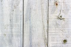 Покрашенная белизна выдержала старая текстура деревянных доск с scuffs и трескает крупный план абстрактная предпосылка деревянная стоковая фотография rf