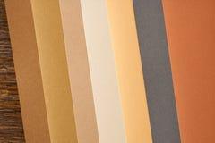 Покрашенная бумага в цветах осени стоковое изображение rf