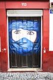 Покрашенная дверь в улице Santa Maria в Фуншале Мадейре Стоковое фото RF