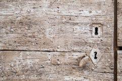 Покрашенная деревянная дверь с keyhole, текстурой Стоковые Фото
