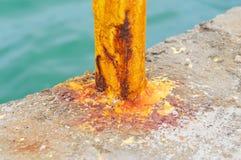 Покрашенная желтым цветом ржавая конструкция металла Стоковая Фотография RF