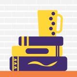 Покрашенная линия значок кучи книг и чая Стоковые Фото