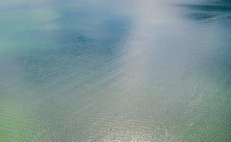 Покрашенная нежность, пастель, абстрактная пульсация воды в запруде Стоковое фото RF