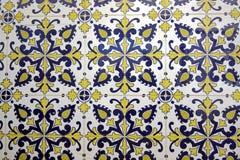 покрашенная Португалия кроет традиционное черепицей стоковые изображения rf