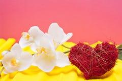 Покрашенная предпосылка с сердцем и орхидеей Стоковые Фото